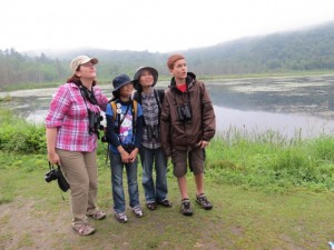 Gillian, Tina, her mom and Carlos looking for birds
